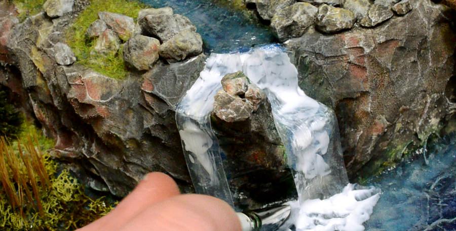 De aanhechting wegwerken met Vallejo Water Effects