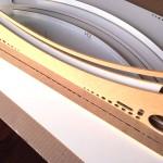 Voorzichtig de verschillende lagen in de achterplaat van het HobbyZone Professional PaintStation drukken