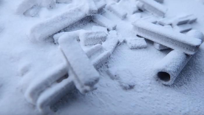 Krycell Sneeuwstor, zie de minder bedekte delen aan de rechter zijde